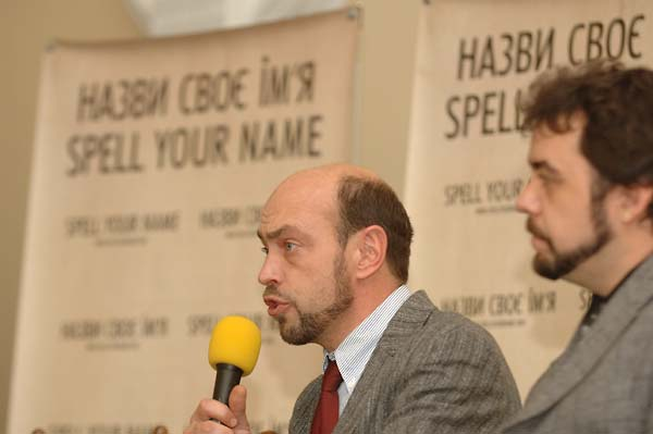 Oleksandr Voytenko and  Mikhail Tyaglyy, coauthors of Encountering Memory, during a press conference in Kyiv, November 2007