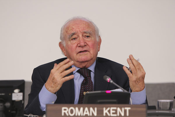 Roman Kent, a survivor of the Holocaust, who gave testimony to the USC Shoah Foundation Institute, answered students' questions at the event.