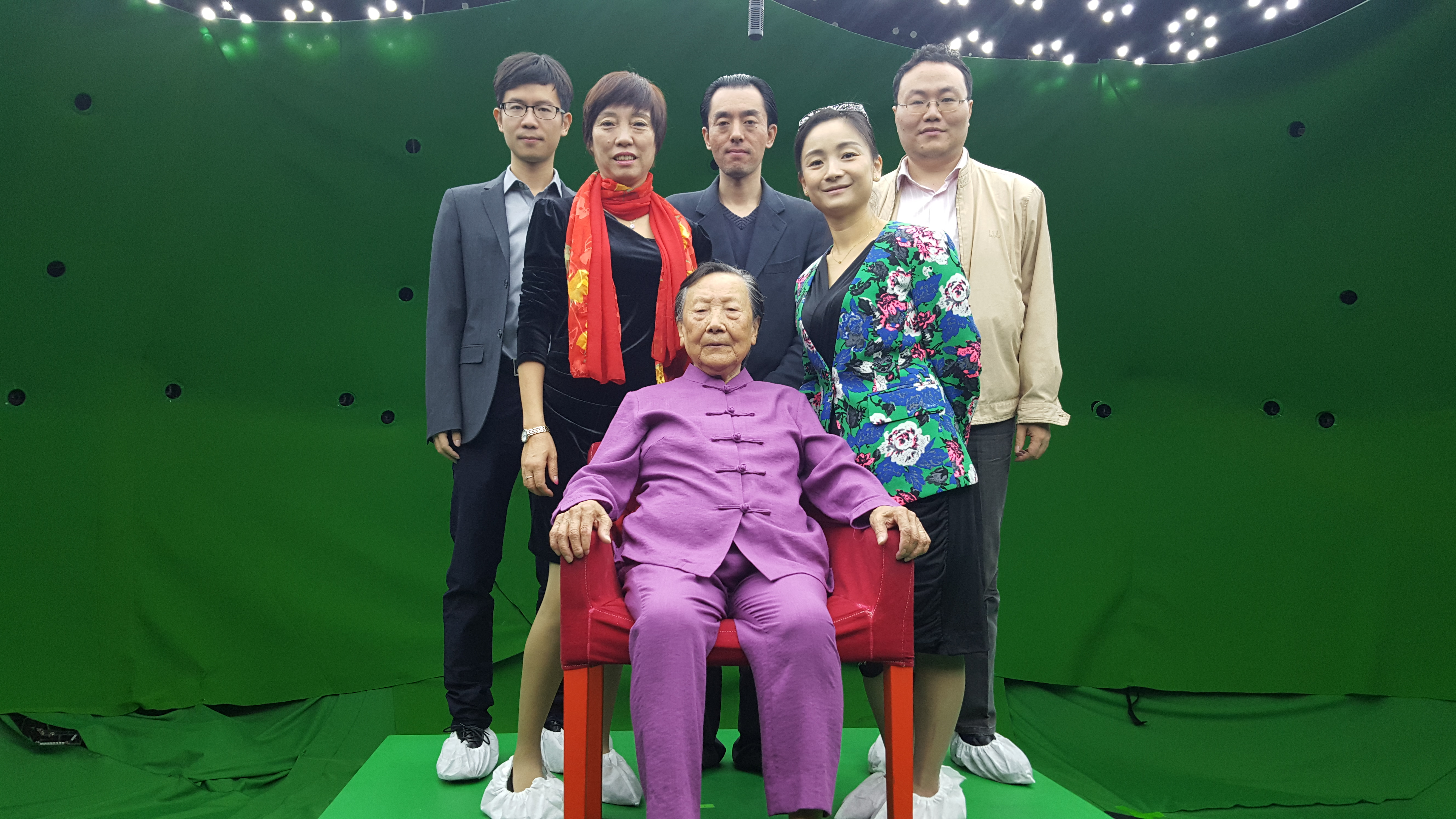 "On the light stage: Back Left to Right: Cheng Fang, Hao Mingping, Lu Yanming, Xia Yuan, Chen ""Mickey"" Gong, Front: Mme Xia"