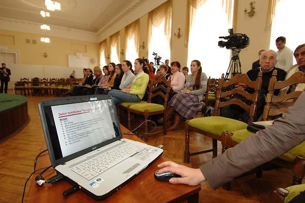 Encountering Memory press conference in Kyiv, November 2007.