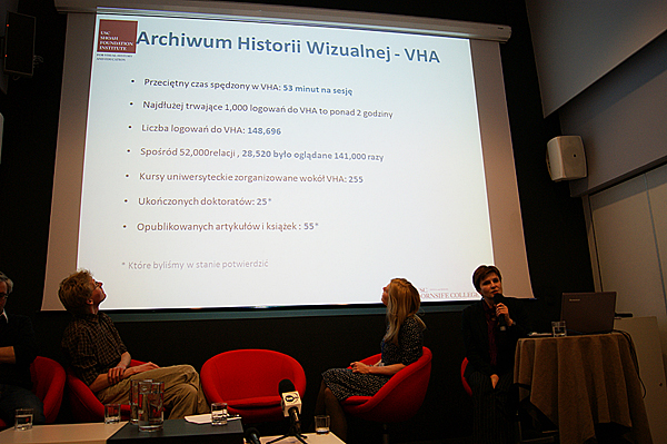 Monika Koszyńska presents the USC Shoah Foundation Institute during the VHA access point opening ceremony in Warsaw.
