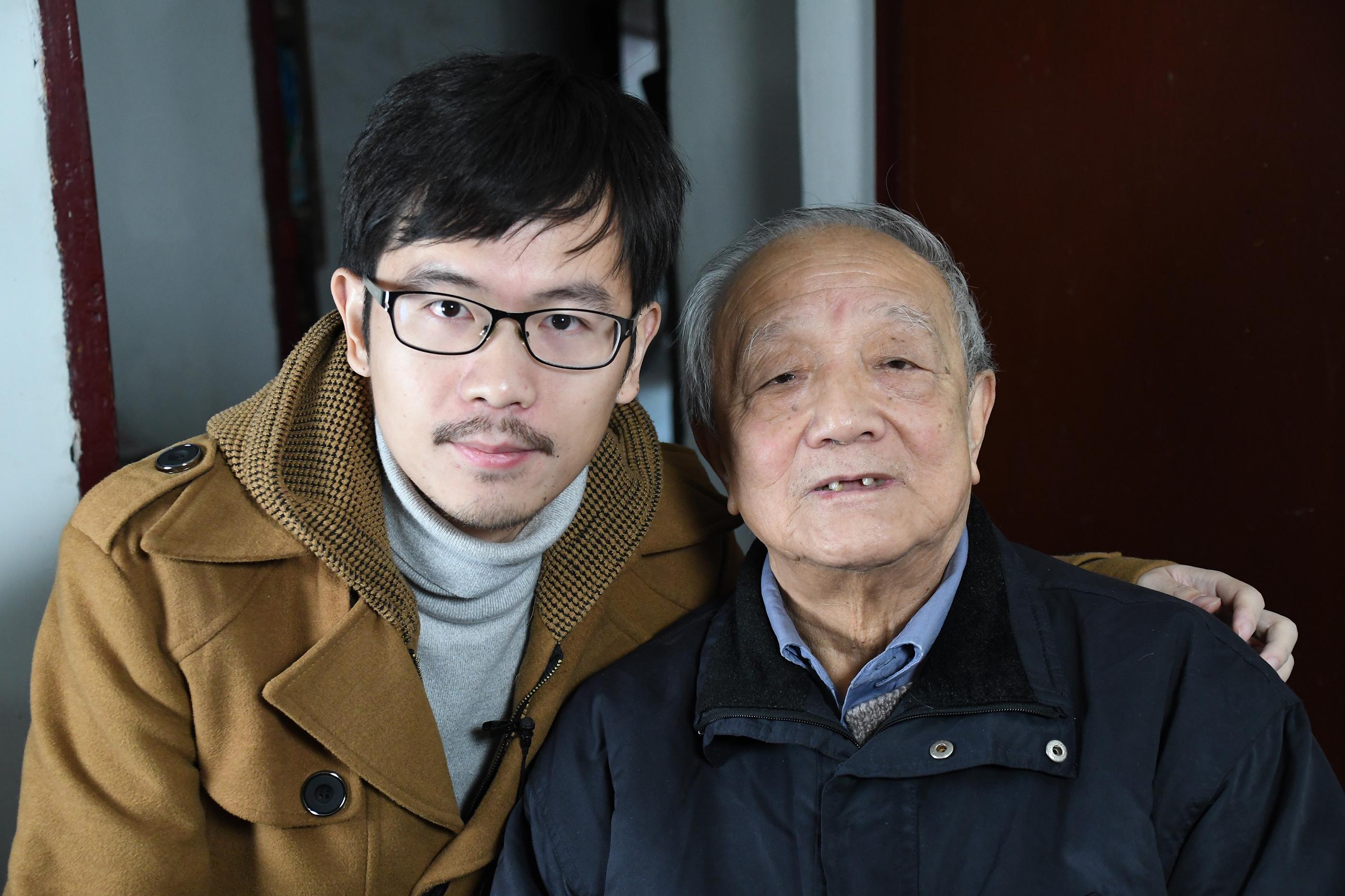 Survivor Zhu Zaiqiang and USC Shoah Foundation staff Cheng Fang
