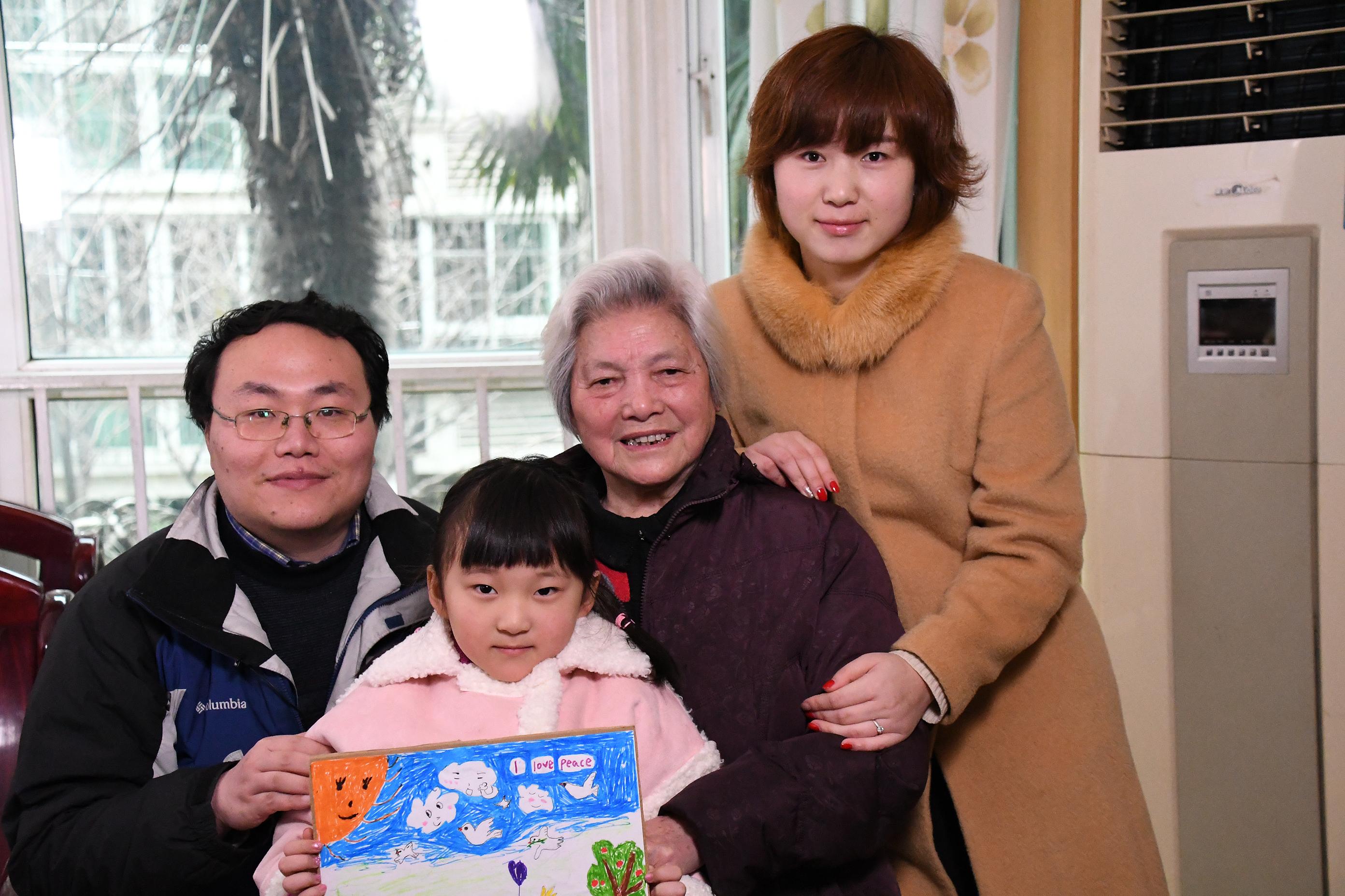 Survivor Wang Jin, Yanming Lu and family