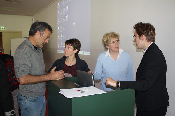 Werner Dreier, Dorothee Wein, Alida Matković, and Juliane Brauer continued their discussion between sessions during the workshop.