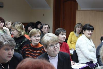 Seminar participants view eyewitness testimony, part of the Ukrainian Famine lesson.
