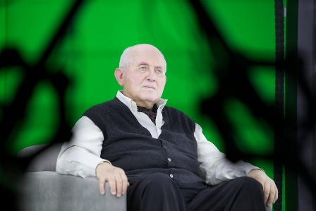 Holocaust survivor Pinchas Gutter participates in a prototype interview for the New Dimensions in Testimony initiative.