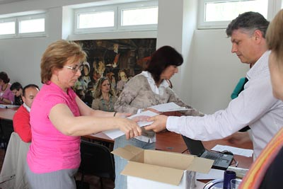 Nitra seminar:  Slovak lessons in hardcopy and on DVD are being distributed.