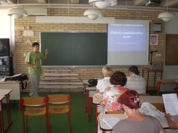 Darko Benčić leading a workshop for teachers in Split, Croatia, on the testimony-based lesson that he authored.