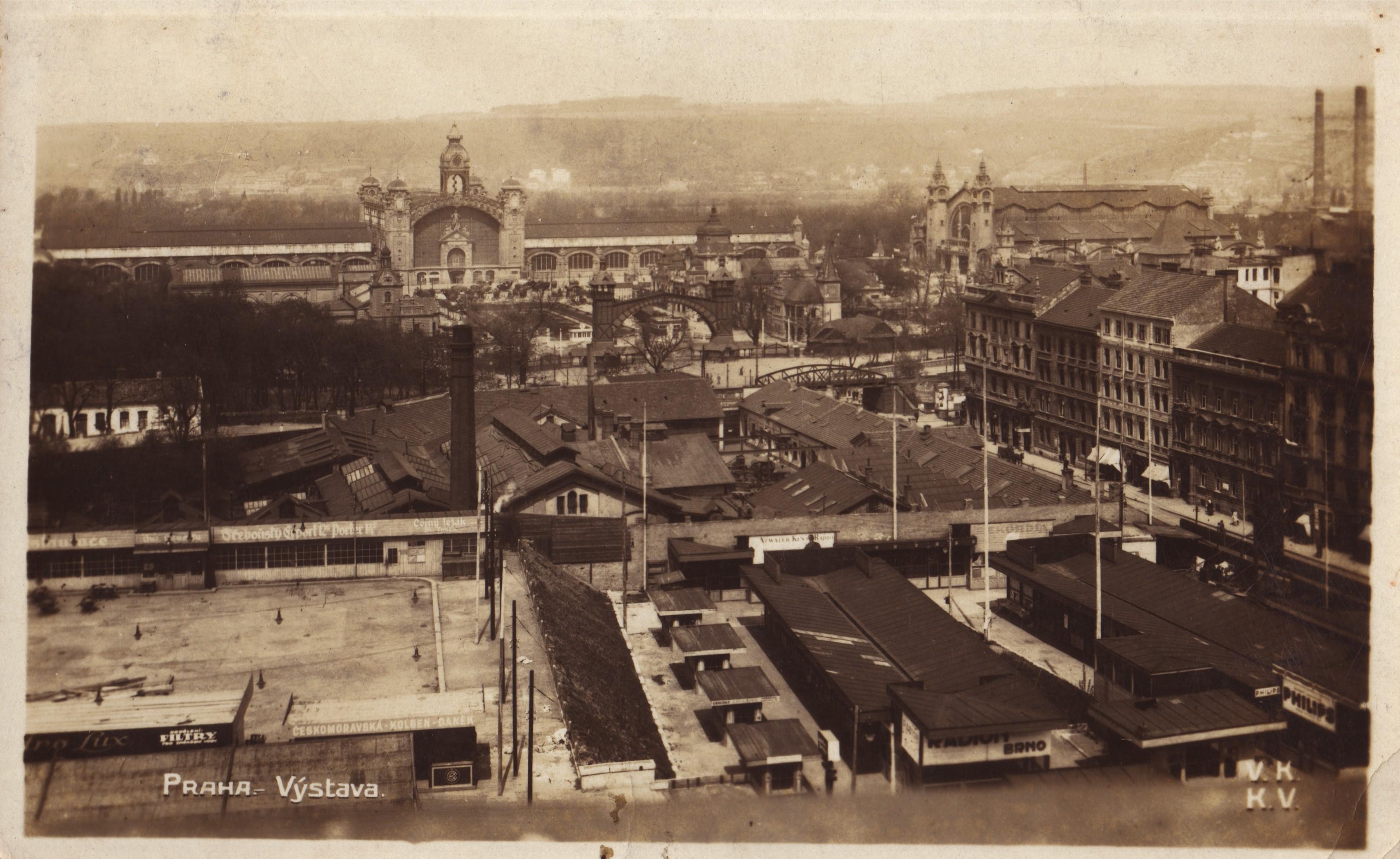Dobová pohlednice zachycující část areálu Radiotrhu. Sbírka M. Šmoka