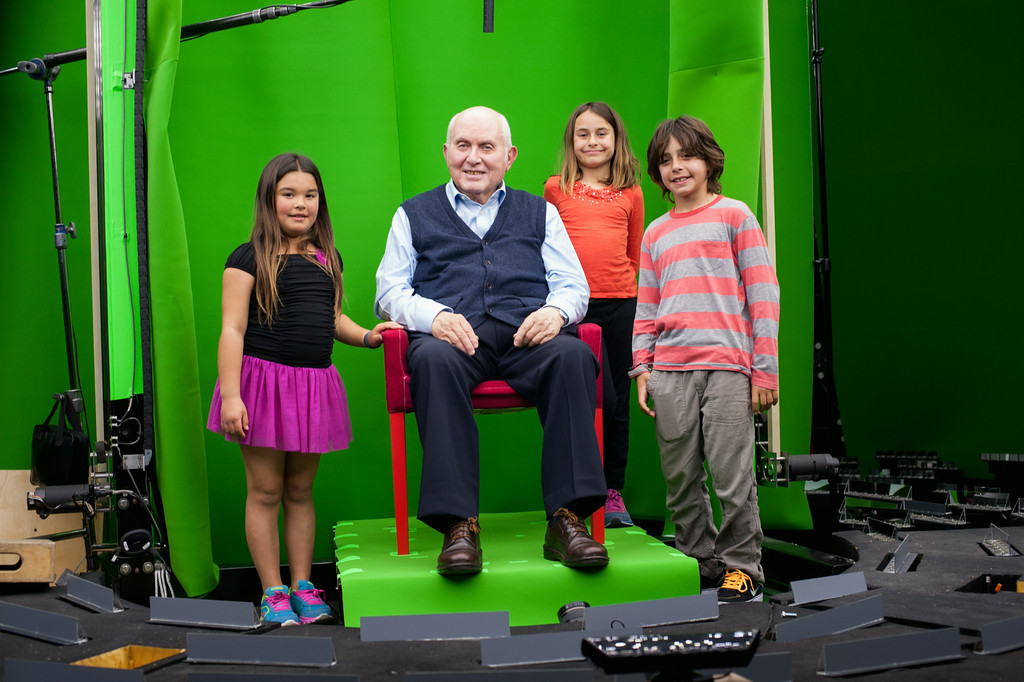 Pinchas Gutter (seated) with students