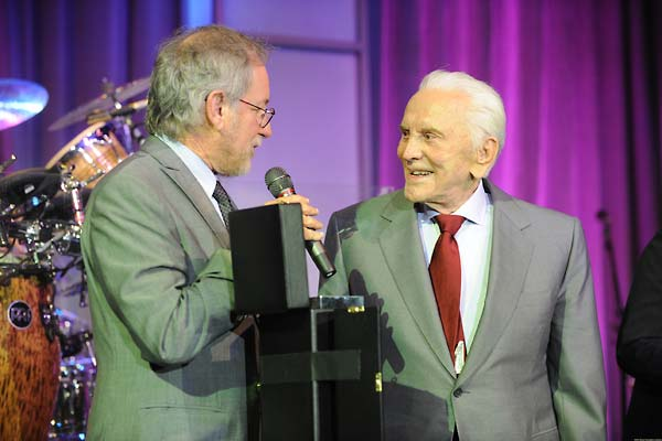 Steven Spielberg presents 2008 Ambassadors for Humanity Award to Kirk Douglas.