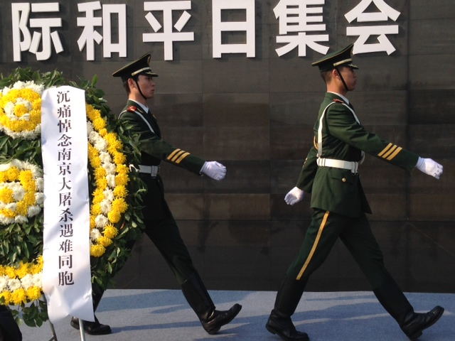 Chinese soldiers laying memorial wreaths