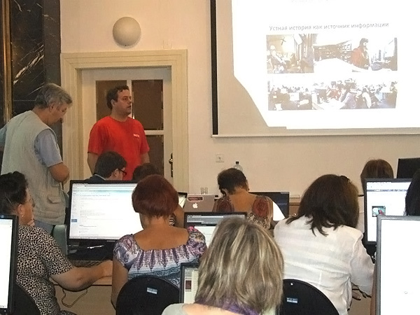 Martin Šmok, USC Shoah Foundation Senior International Program Consultant, leads a session at the workshop.