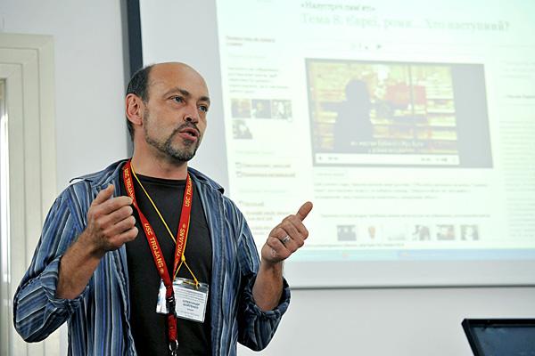 Oleksandr Voytenko, teacher trainer and author, leads a workshop session.
