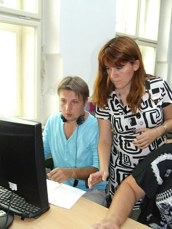 Anna Lenchovska, Regional Consultant of the USC Shoah Foundation in Ukraine, leads a session at the workshop.