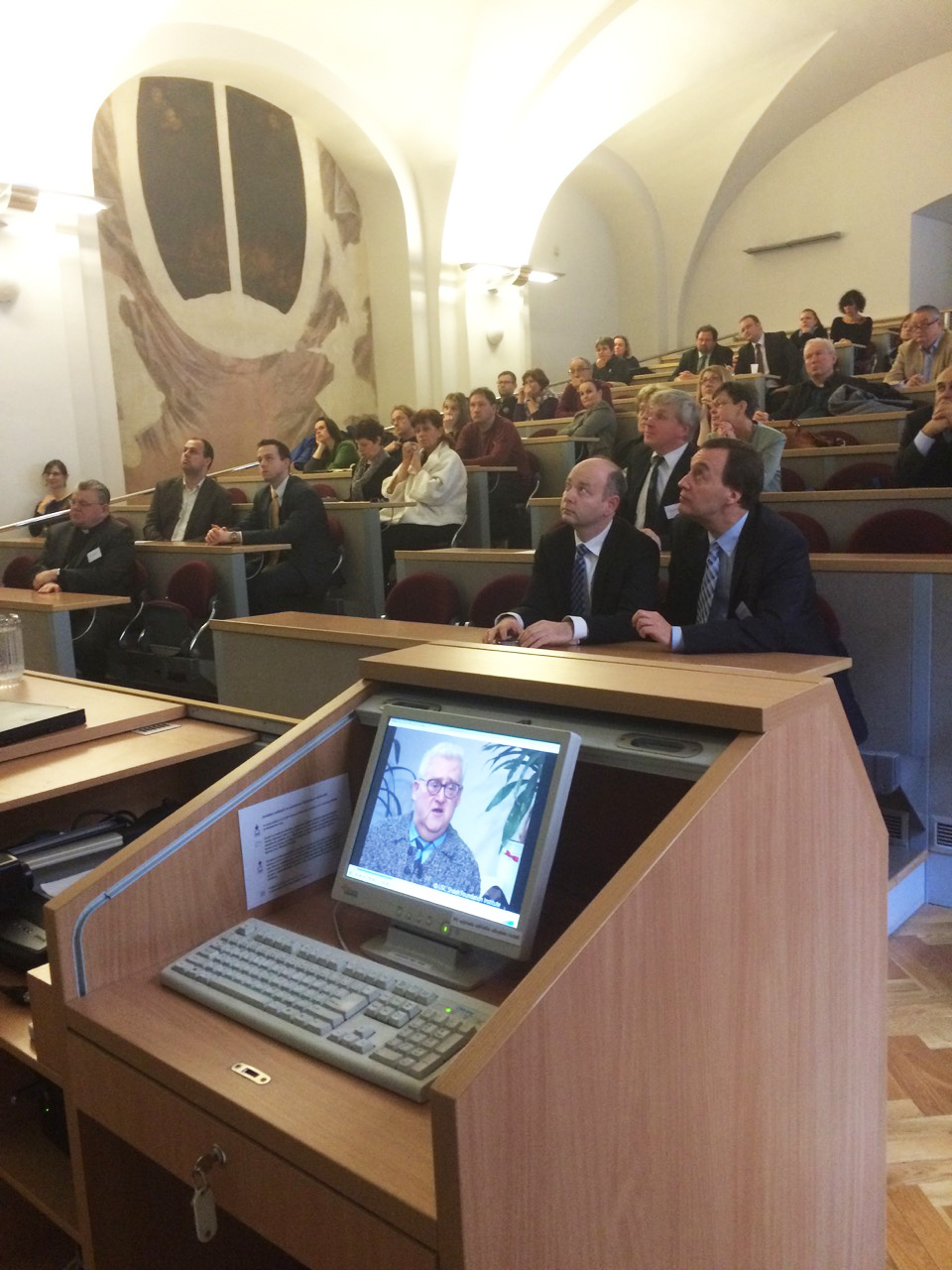 Prof. Jan Hajič, head of Insitute of Formal and Applied Linguistics at the MFF UK and Stephen D. Smith, USC Shoah Foundation executive director, watching a clip of testimony