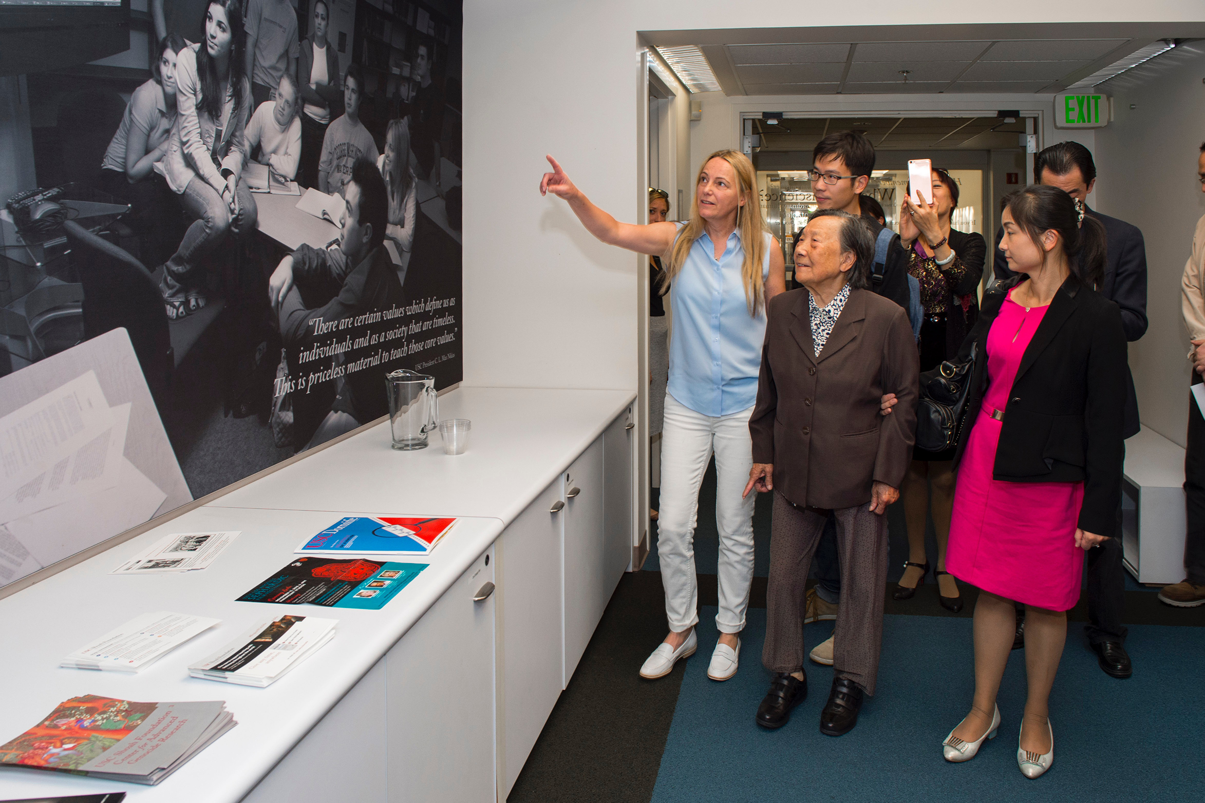 Karen Jungblut shows Madame Xia the USC Shoah Foundation office