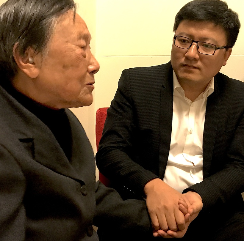 Mdm Xia Shuqin describes her experiences to Mr Chi Cheng of the Tianfu Group, Nanjing, on 13 December, 2017, 80 years after the massacre began, when she was eight years old.