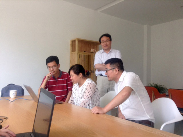 Cheng Fang shows New Dimensions in Testimony to Nanjing University students